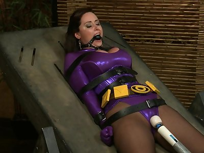 Submissive superwoman christina carter - fuckmachine and bondage cosplay