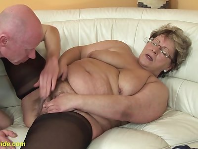 Bbw mom in sexy nylon stockings loves rough sex with her big cock boyfriend