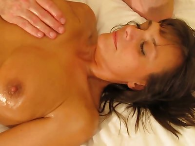 Married MILF unfamiliar Seattle loves a full body massage