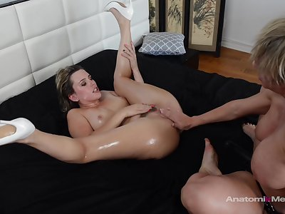 Slut wants to be fucked by this mature foetus