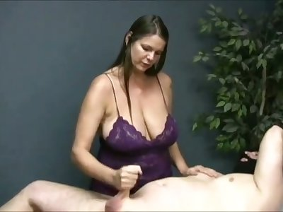 Turned me on watching that chesty masseuse jack off her buyer on camera
