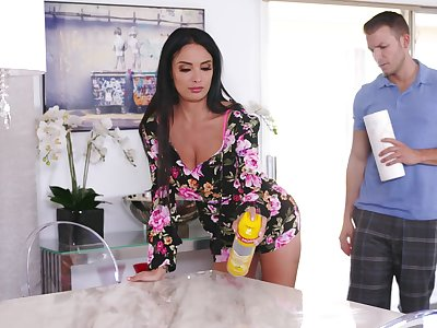 Stacked stepmom Anissa Kate does the deed with her young foetus