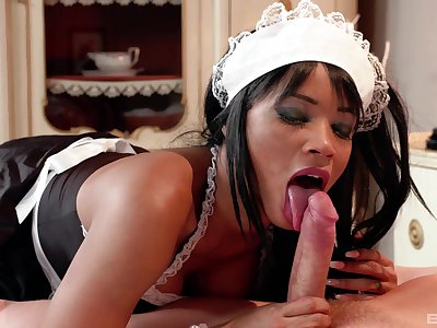 Ebony damsel suits young guy's dick first thing in the morning