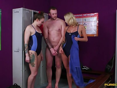 Double blowjob on slay rub elbows with floor by horny Ava Austen and Chelsey Lanette