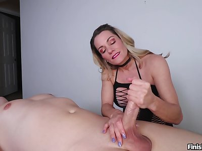 Look at mommy rubbing transmitted to oiled tool at hand such glorious modes